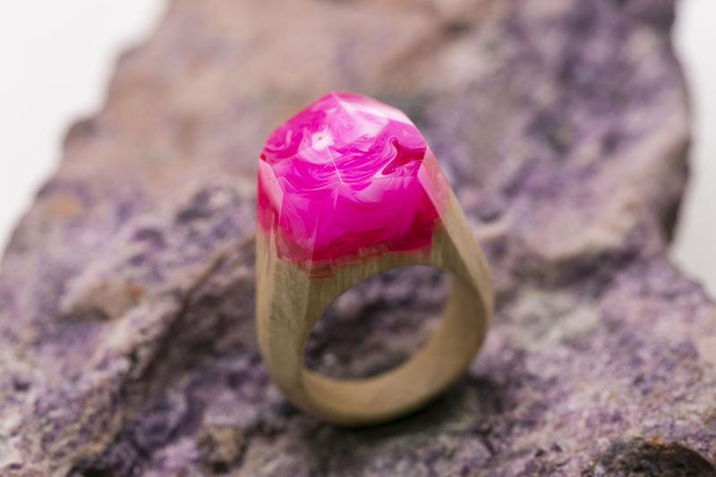 resine-liquide-bijoux-pink