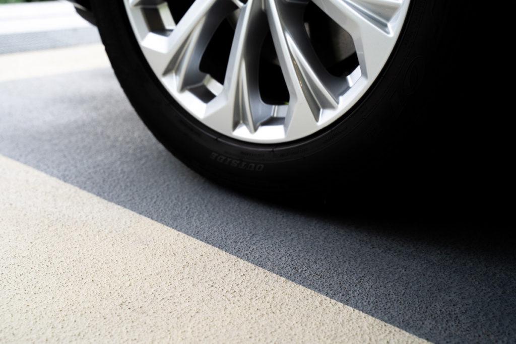 betonfarbe garage grau