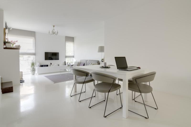 resin floor white