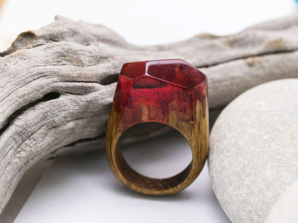 bijoux resine transparante rouge