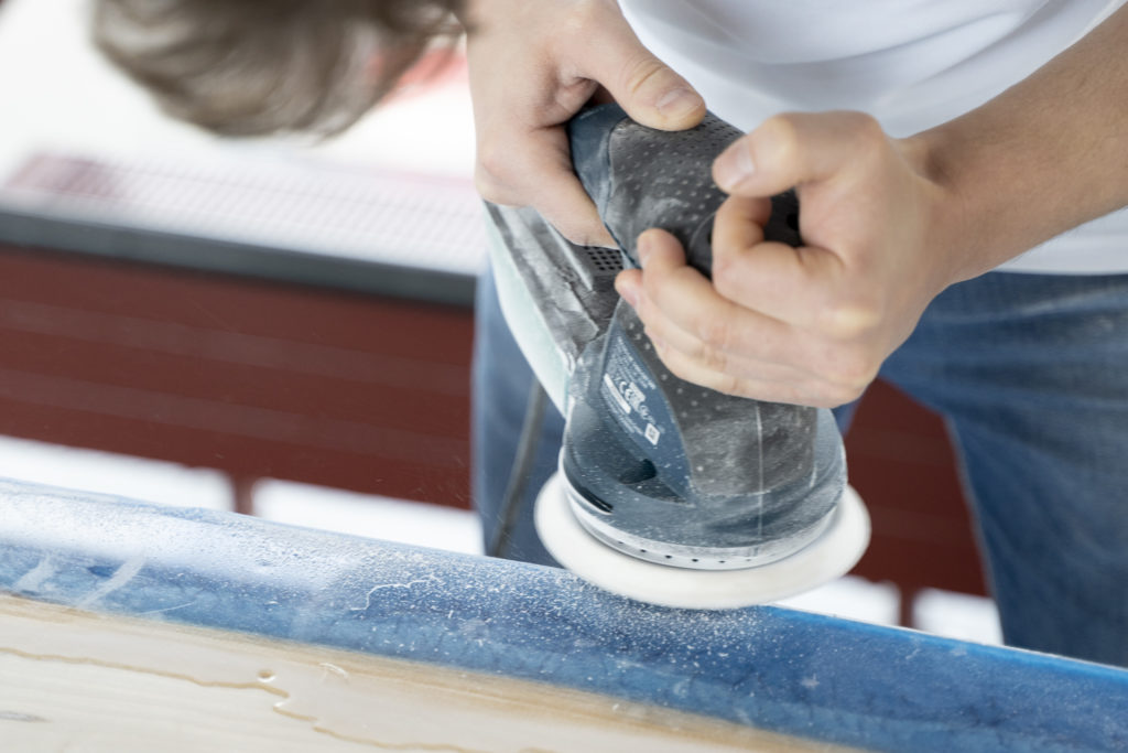 ponceuse excentrique resine epoxy