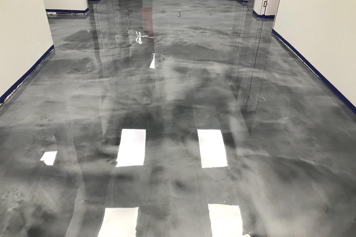 epoxy giethars vloer grijs